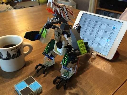 メッシュザウルス GPIO、MOVEタグなどをフル活用した二足歩行ロボット